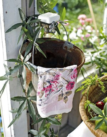 LOVE: Gardens Ideas, Shabby Chic Decor, Country Living, Greenhouses, Outside Kitchens, Tins Buckets, Outdoor Sinks, Buckets Sinks, Soaps Dishes
