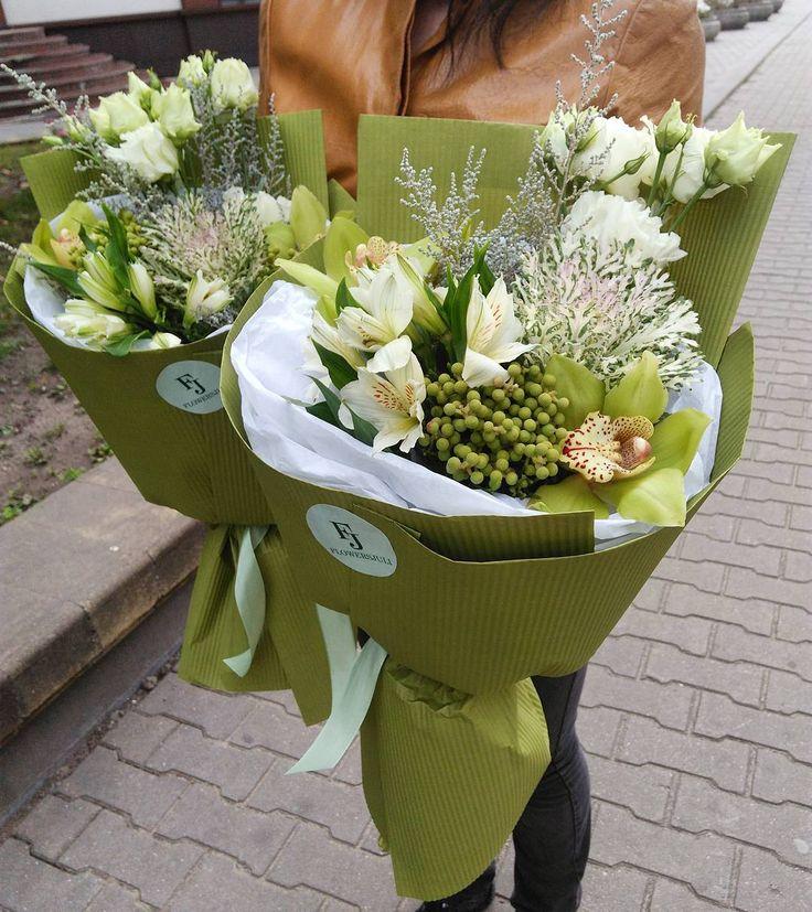 Букеты ко Дню Учителя в наличии у нас. #flowersjuli #флористикаминск #флористика #цветы #цветыминск #букет #букетминск #bouquetminsk #bouquet #bloom #blossom #floristic #доставкацветовминск #стильныйбукет #цветыучителю #цветыкоднюучителя #купитьбукетминск