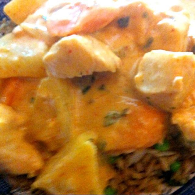 レシピとお料理がひらめくSnapDish - 4件のもぐもぐ - Red curry chicken with fresh pineapple with bacon fried rice by virginia frasse