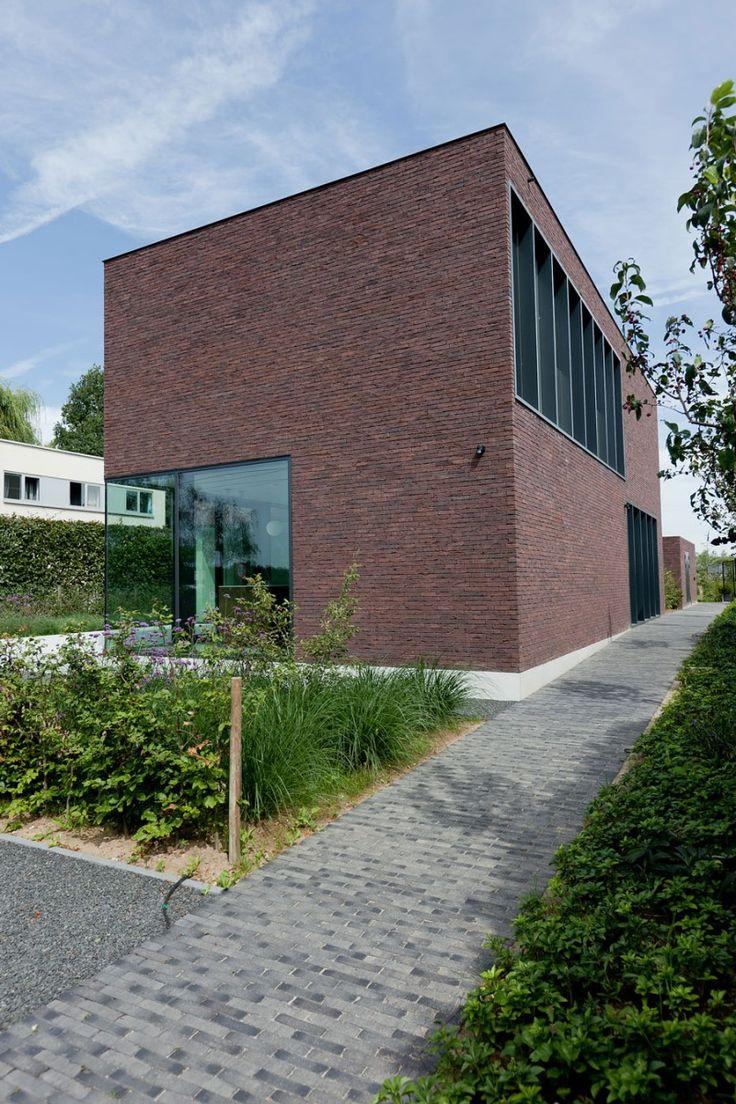 House LV: Brick Wall, Contemporary Houses, Exterior Design, Brick Pathways, Home Design, Brick Building, Houses Lv Areal Architecten, Design Home, Houses Design
