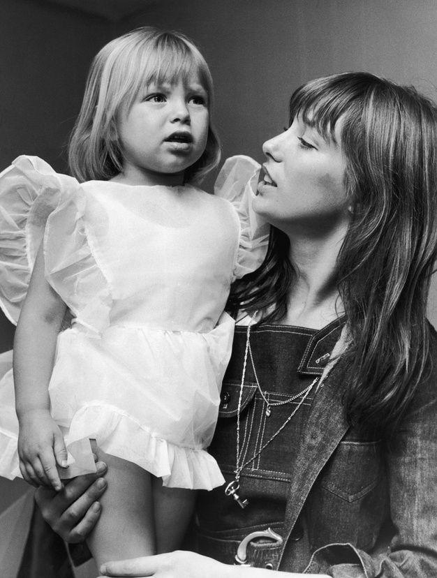 Kate avec sa mère lors d'un événement de charité au Théatre Royal Adelphi, en juin 1970.