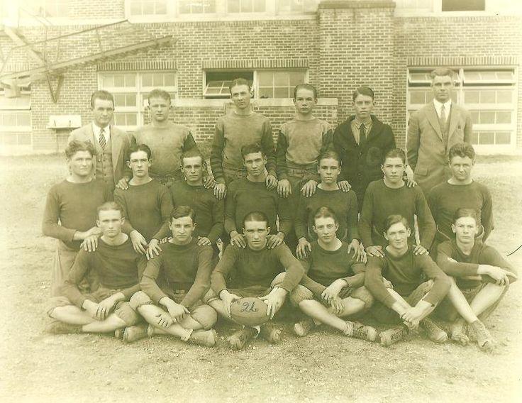 A 1926 Texas High School Football Team http://www.texansunited.com/blog/1926-comanche-high-school-football-team/
