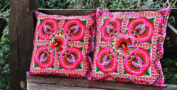 Cojines Bordados Tailandia ✤ $13.990 - Código: AC027-2 ✤ Embroidered Cushions ✤ FanPage: Morenaa ✤✤✤ Instagram: morenaa_ltda_chile #morenaa #lomejordecadalugar