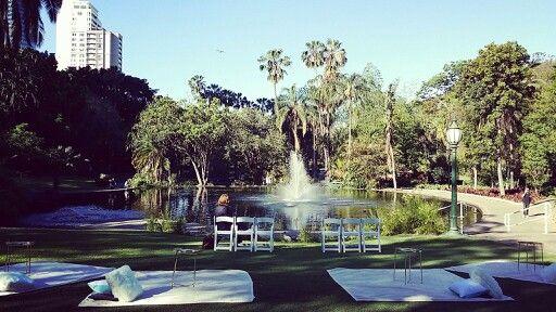 Brisbane City Botanic Gardens picnic wedding on the wedding lawn styled by Brisbane Wedding Decorators ♡ Www.brisbaneweddingdecorators.com.au