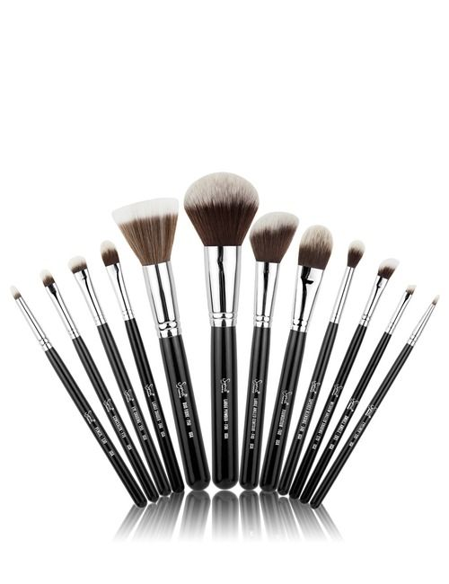 Something I have been wanting for a long time but have trouble justifying the cost of is the Sigma Mr. Bunny brush set from Sephora Australia.