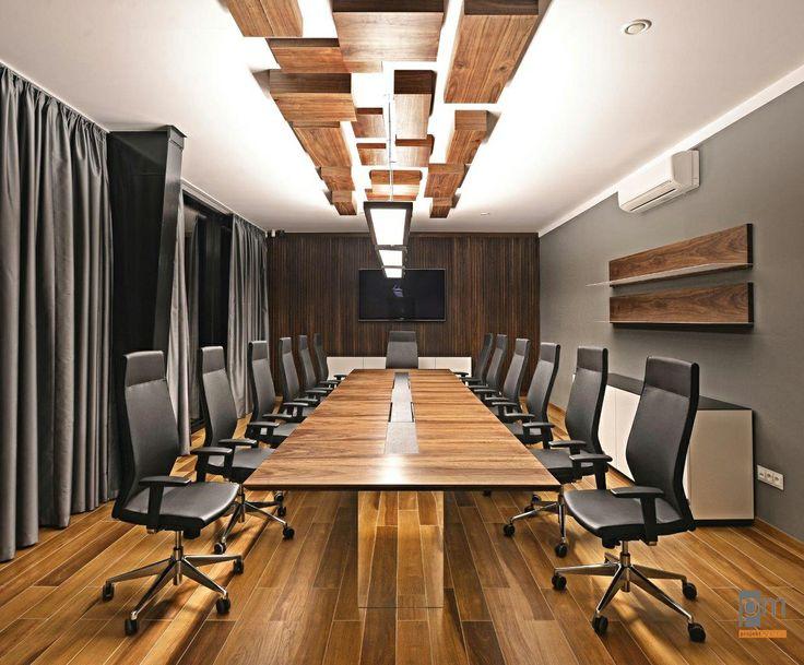 Zdjęcie stołu konferencyjnego VRC , blat okleina naturalna  orzech amerykański , noga stołu oklejona laminatem hpl lustrzanym.    Stól konferencyjny unosi się w powietrzu, całości zamieszania dopełniają prostopadłościany na suficie, wykonane również z okleiny orzechowej.  http://www.projektmebel.pl/oferta/stoly-konferencyjne