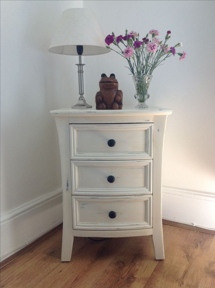 Painted chest of drawers. This has an unusual curved shape and looks lovely in ANNIE SLONE OLD WHITE