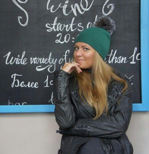 Зеленая шапка двойная из 100% кашемира с помпоном из лисы blue frost  http://zeneva.ru/all_hats?product_id=34 #кашемир #шапка #шапкавязаная #стразы #swarovskistones #swarovski #cashmere #zeneva #beanie #beaniehat #lase #шапки #Петербург #мода #аксессуары #стиль #style #fashion #мех #шапкаспомпоном #чернобурка #песец #енот Доставка по всей России. Интернет-магазин zeneva.ru Оплата любым способом через PayAnyWay.