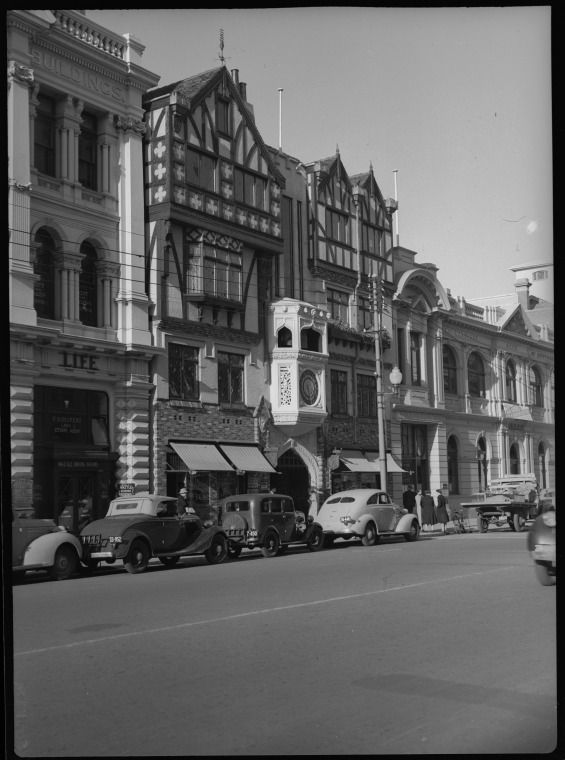 217724PD: Entrance to London Court, St George's Tce, Perth, 1941 https://encore.slwa.wa.gov.au/iii/encore/record/C__Rb3416428