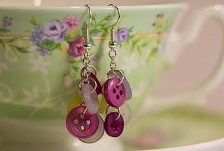 DIY button earrings: Jewelry Making, Button Earrings, Diy Jewelry, Buttons, Jewelry Ideas, Easy Diy, Craft Ideas, Button Jewelry