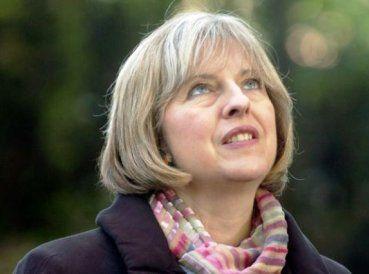 La primera ministra británica, Theresa May, está siendo criticada por decir que confía en su fe en Dios cuando toma decisiones difíciles. En una de sus...