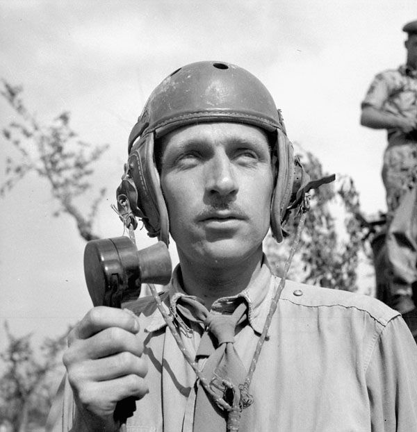 Lieutenant Robert O. Campbell of the Canadian Army Film and Photo Unit near the Hitler Line, Italy, 23 May 1944. Library and Archives Canada MIKAN 3206660