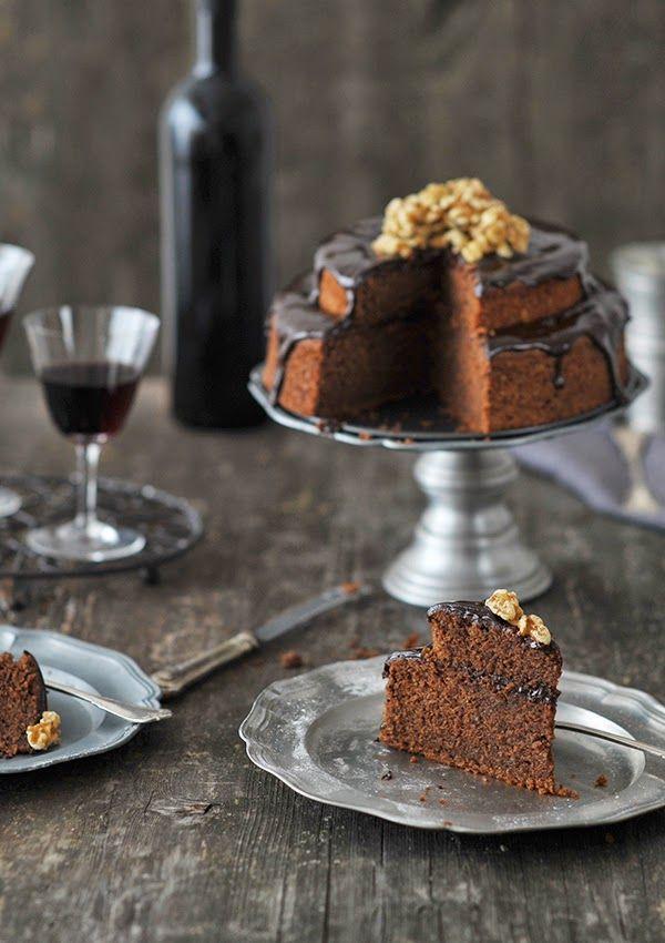 fräulein glücklich: Schokoladen-Rotwein-Törtchen - Rührteig mit Schokolade, Walnüssen und Rotwein mit Rotwein-Schokoladen-Guss - http://fraeulein-gluecklich.blogspot.co.at/2015/02/die-fastenzeit-schokoladen-rotwein.html
