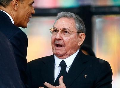 Obama shakes hand of Cuba's Raul Castro at Mandela memorial