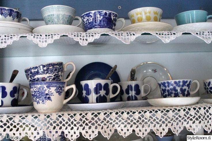 keittiö,sininen,valkoinen,mökki,hylly