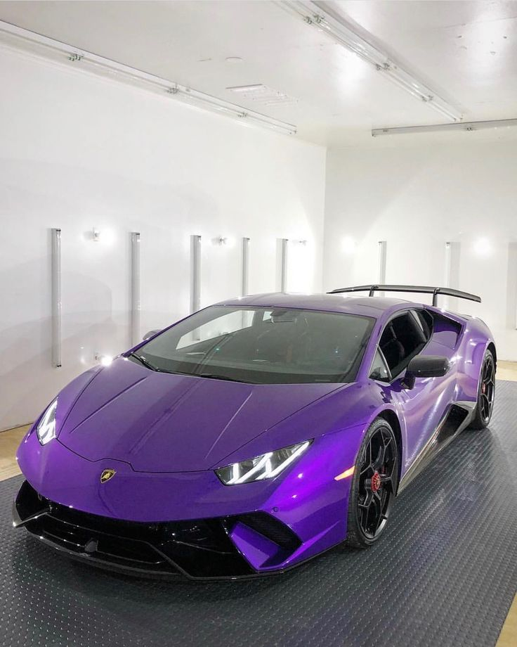 Lamborghini Huracan Performante painted in Viola Parsifae w/ Tricolore stripes along the doors Photo taken by: @doctam3 on Instagram Owned by: @doctam3 on Instagram
