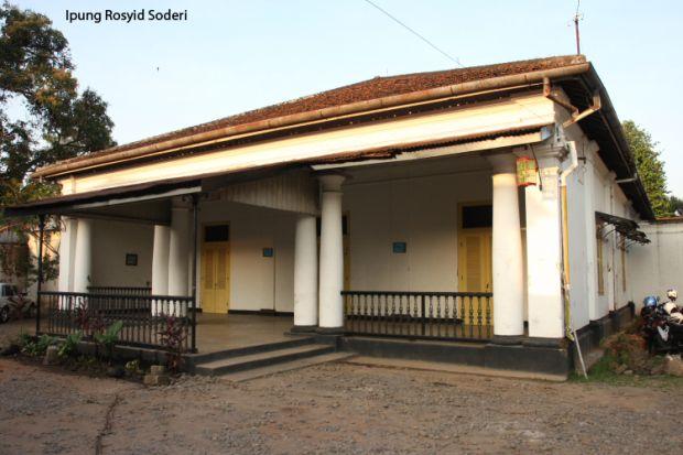 Rumah Belandda di Sokaraja tampak depan. https://roshvisualblog.wordpress.com/tag/rumah-kuno/