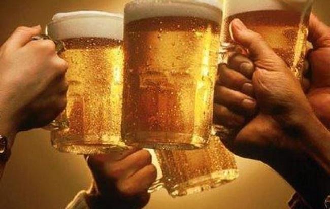 Los Amigos Un. Motivo para Briindar solo en Bar Karaoke  donde se vive la mejor Experiencia :]