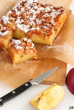 Gemaakt. Heerlijk met de gourreinetten. Eenvoudig recept. Boerenappelcake. Zou er ook wel 1 willen met minder suiker....