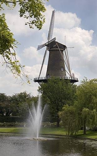 Picture of De Valk Windmill in Leiden, Holland. The fountain is a nice touch to the scenery.