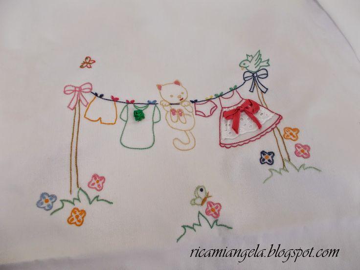 Copertina e lenzuolino con Hello Kitty | Ricami&Co.