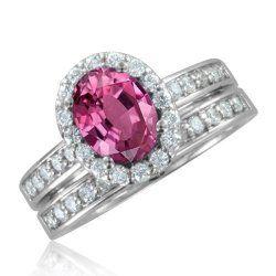 Tradicionalmente las novias siempre han sido comprometidas con anillos de diamantes transparentes o blancos en distintos tipos de corte. Esta ha sido la norma social aceptada desde hace mucho tiemp…