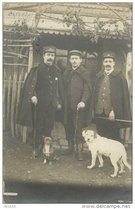 63 CLERMONT FERRAND - MONTFERRAND - BELLE CARTE PHOTO 1909  - GARDE CHASSE  CHAMPETRE ?  CHIEN