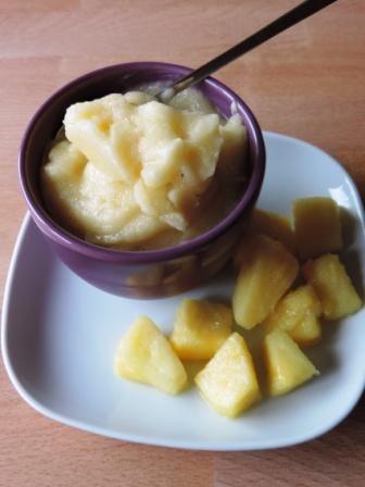 Ananas ijsjes - gezond fruitijs maken in de blender, met bevroren banaan
