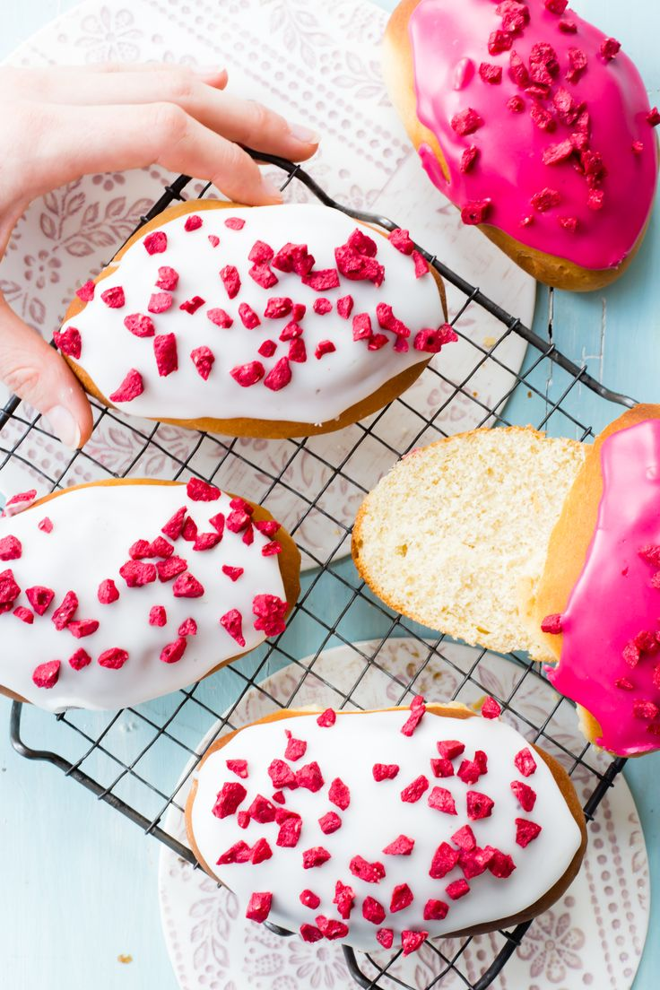 Do you want something for afternoon tea that is really easy to make? These raspberry iced buns would definitely be on my list.
