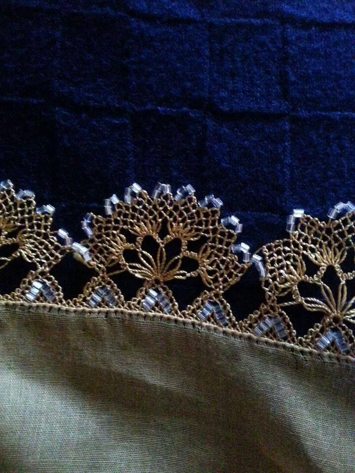 beautiful oya: wonder if that is metallic thread? appears to be so.....