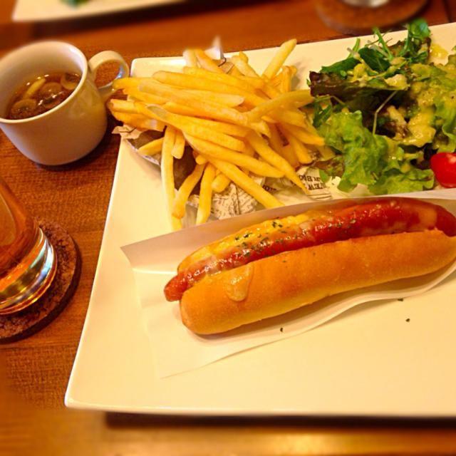 休日ランチ@CAFE&BAR UPPER EAST SIDE - 65件のもぐもぐ - チーズ ホットドック プレート&ハートランド by manilalaki