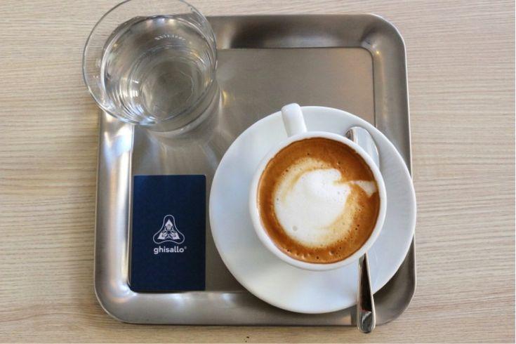 Gőzölgő+olasz+kávénk+mellé+akár+egy+versenybiciklit+is+rendelhetünk+Bécs+egyik+legújabb+üzletében,+ami+a+mára+olyan+divatos+fúziós+boltok+egyik+jól+sikerült+példája.  Étterem,+kávézó,+bolt+és+este+Gin+bár+–+rizikósnak+tűnő+bonyolult+elképzelés,+a+tulajdonos+mégis+élvezi+a+sokféle+tevékenység…