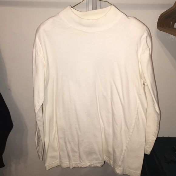 White turtleneck White turtleneck small size very clean no stains no damage Tops
