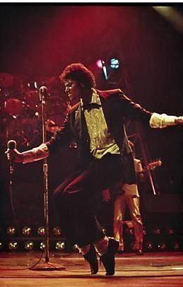 Michael Jackson showing us his magic. Triumph Tour 1981.