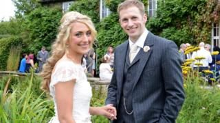 Olympics golden duet Jason Kenny and Laura Trott marry in private  BBC News
