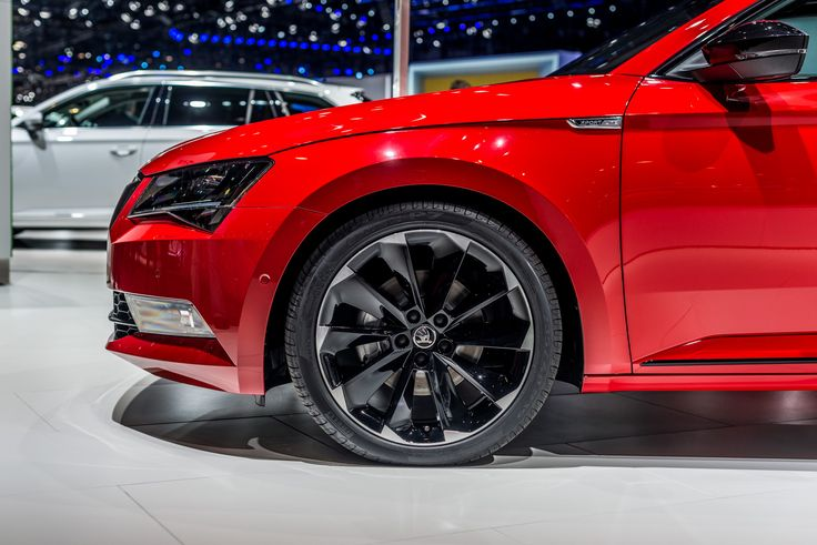 The most noteworthy features of the ŠKODA #Superb #SportLine include the black18- or 19-inch alloy Vega wheels #Geneva2016