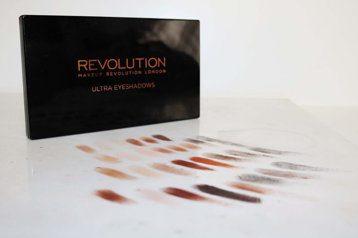 Make-Up Revolution Ultra Eyeshadows palette Review and Swatches. Creating a cruelty-free beauty capsule collection on chelf.net