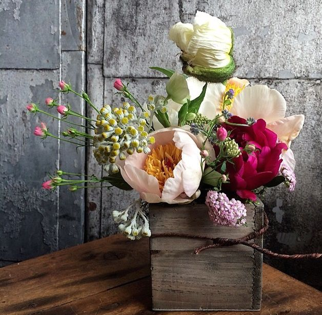 Wild but chic flowers arrangement