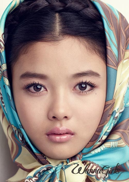 Another one of Kim Yoo Jung from METS. She is already a knockout at her age.