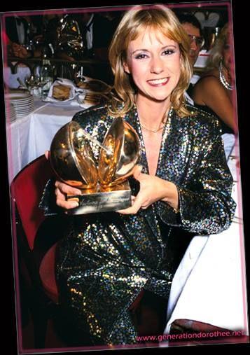 Dorothée recoit la victoire de la musique en 1985 https://www.facebook.com/lesanneesdorothee