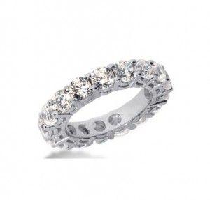 Memoire-Ringe, auch als Memory-, Ewigkeits- und Eternity Band Ring bekannt standen früher meist für besondere Lebensereignisse. Zur Geburt des Kindes, zur Hochzeit oder zu anderen wichtigen Lebensereignissen wurde der Memoire-Ring im Nachhinein immer um einen weiteren Diamanten erweitert, bis dieser schließlich rundherum mit Diamanten besetzt war und einen Ewigkeitsring ergab.