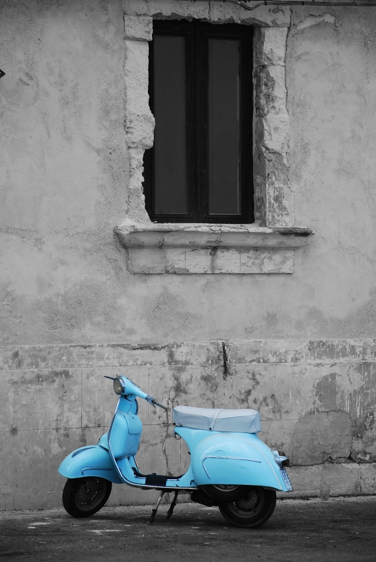 I can think of nothing better than riding a powder blue Vespa in the sun.  Unless I'm riding a powder blue Vespa in the sun in France.
