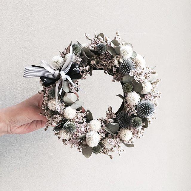 . 레슨 주문 문의 카톡ID vaness52 . #vanessflower #vaness #flower #florist #flowershop #handtied #flowergram #flowerlesson #flowerclass #花艺 #花束 #바네스 #플라워 #바네스플라워 #플라워카페 #플로리스트 #꽃다발 #부케 #원데이클래스 #플로리스트학원 #화훼장식기능사 #플라워레슨 #플라워아카데미 #꽃스타그램 . . . #리스 #드라이플라워 #dryflower. . . 동글뱅이들이 옹기종기