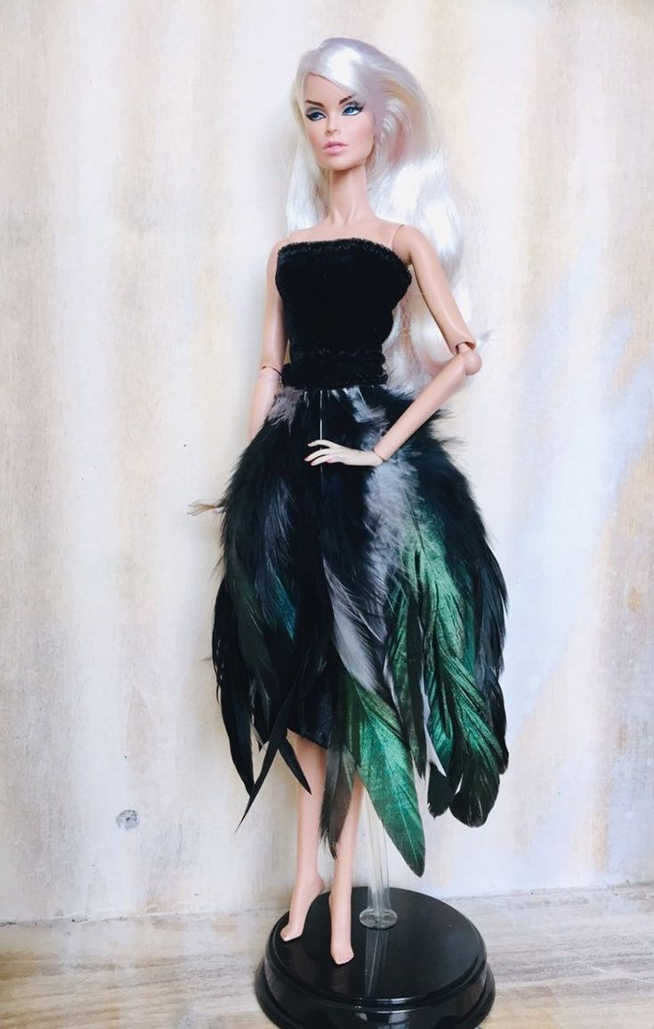 Barbie & Fashion Royalty feathers skirt and strapless top. Falda de plumas y top…
