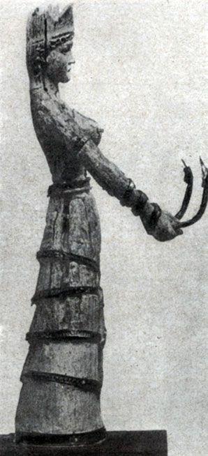 106 а. Богиня со змеями. Статуэтка из слоновой кости с золотом. Середина 2 тысячелетия до н. э. Бостон. Музей изящных искусств.