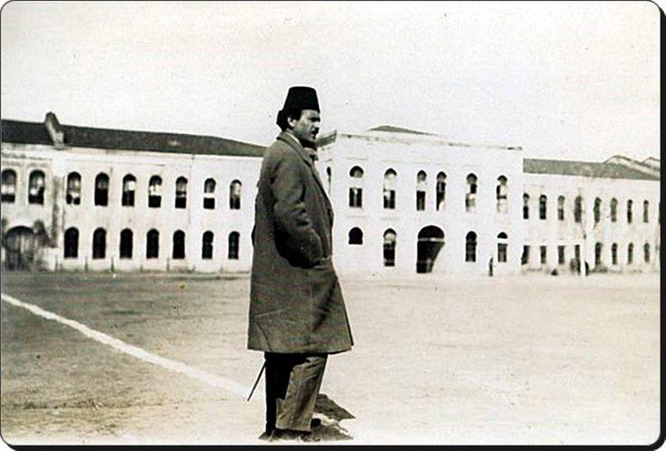 """Galatasaray'ın kurucularından """"Ali Sami Yen"""" bey.  Taksim stadı - 1920'ler"""