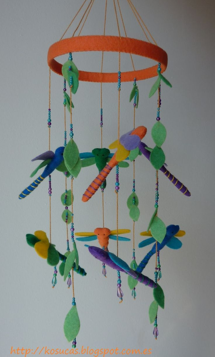 Kosucas : Movil de libélulas y movil de letras y números.