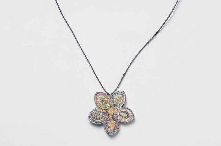 Flower magazine-paper necklace (2)