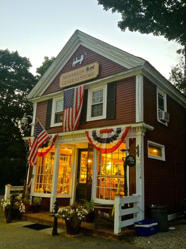 Newfields General store, Newfields, NH. (credit @particle_person)