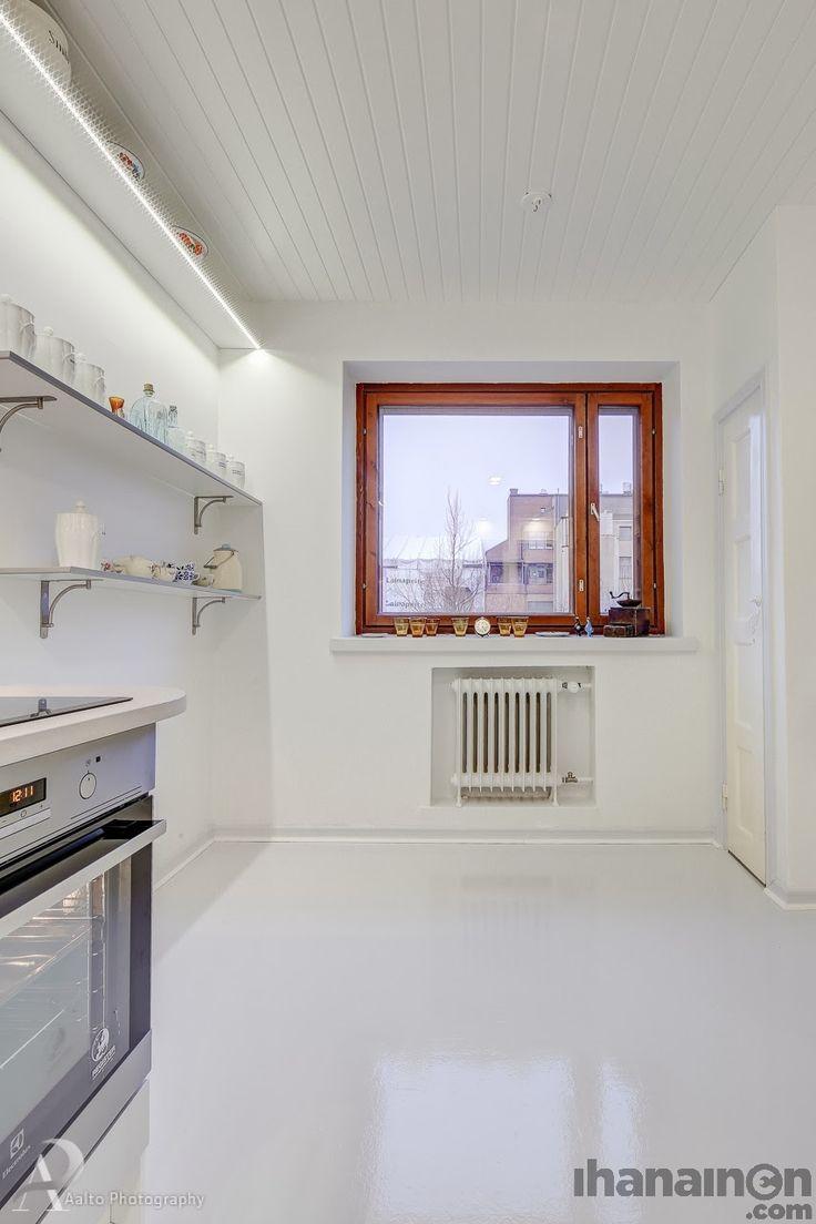 Ihanainen.com sisustussuunnittelu. Helmiina-kodin valkoinen keittiö. #white #kitchen #sisustus #sisustussuunnittelu #tampere